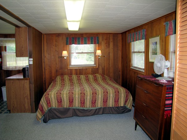 Executive Cottage Bedroom